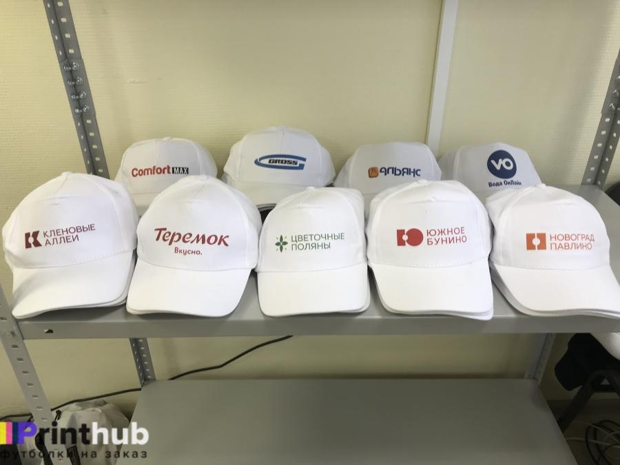 Партия кепок с логотипами